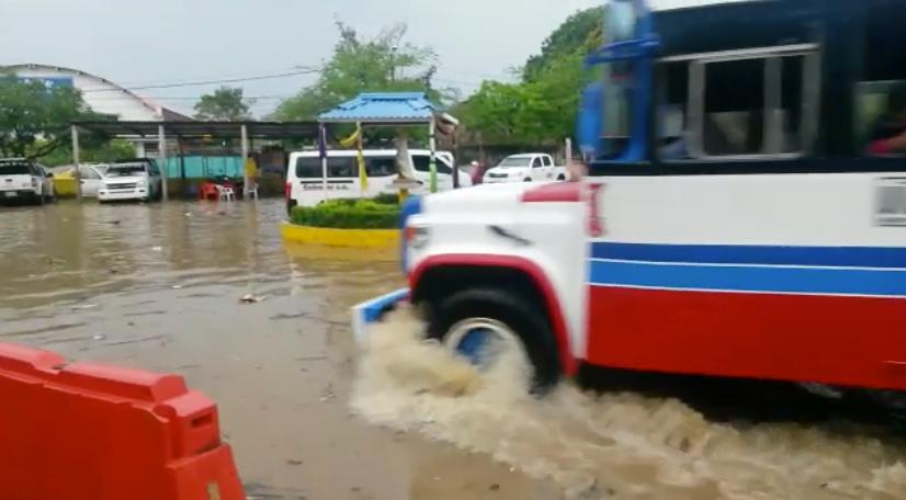 Terminal de Montelibano bajo el agua