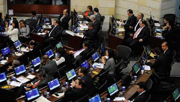 Piden renuncia del presidente Santos y fiscal Martínez en debate del Senado por escándalo de Odebrecht