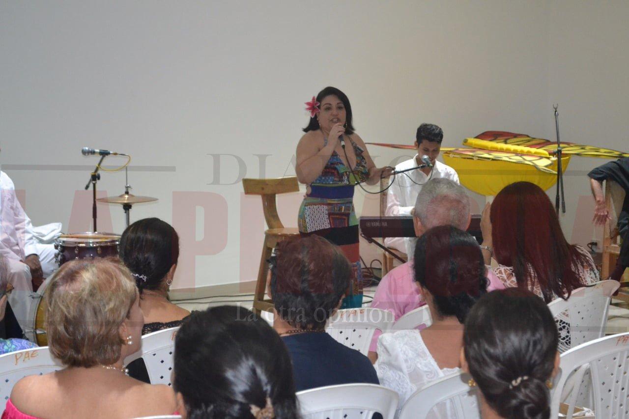 Concierto de cierre de celebración de aniversario de la biblioteca Juana Domínguez, con la reina del porro Aglaé Caraballo