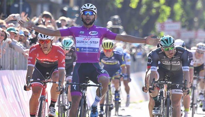 Gaviria gana su cuarta etapa en el Giro y hace historia en el ciclismo colombiano