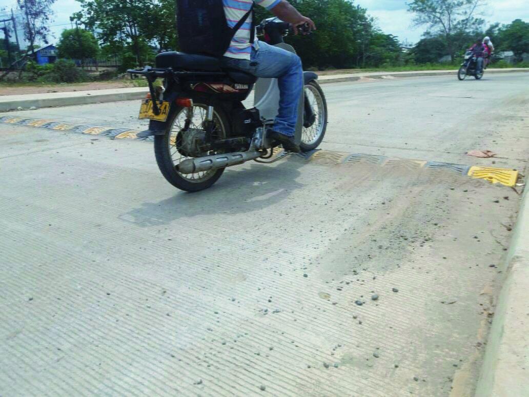 Instalan reductores de velocidad en avenidas de Montelibano