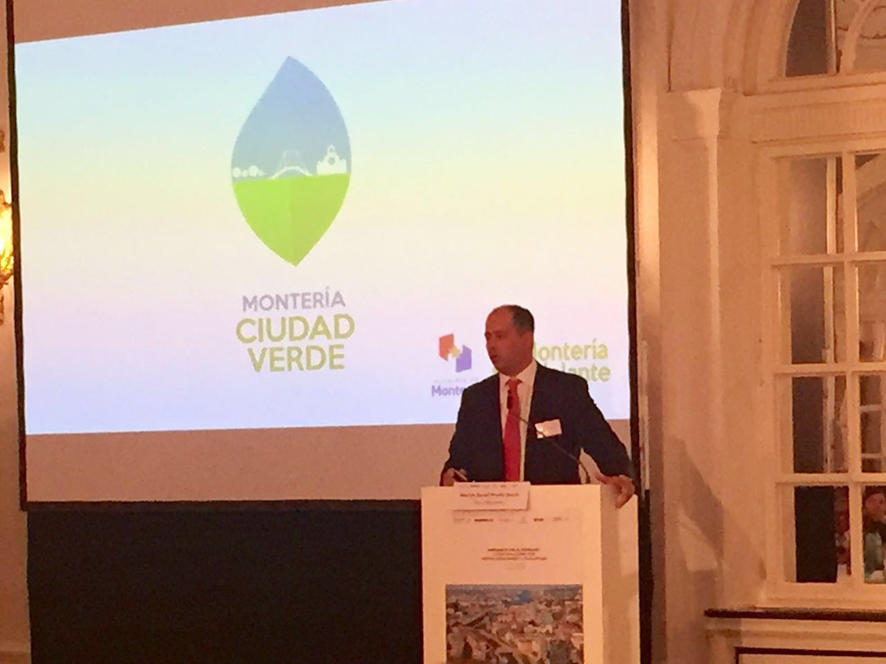 Alcalde de Montería presente en el foro Urbanización en Alemania