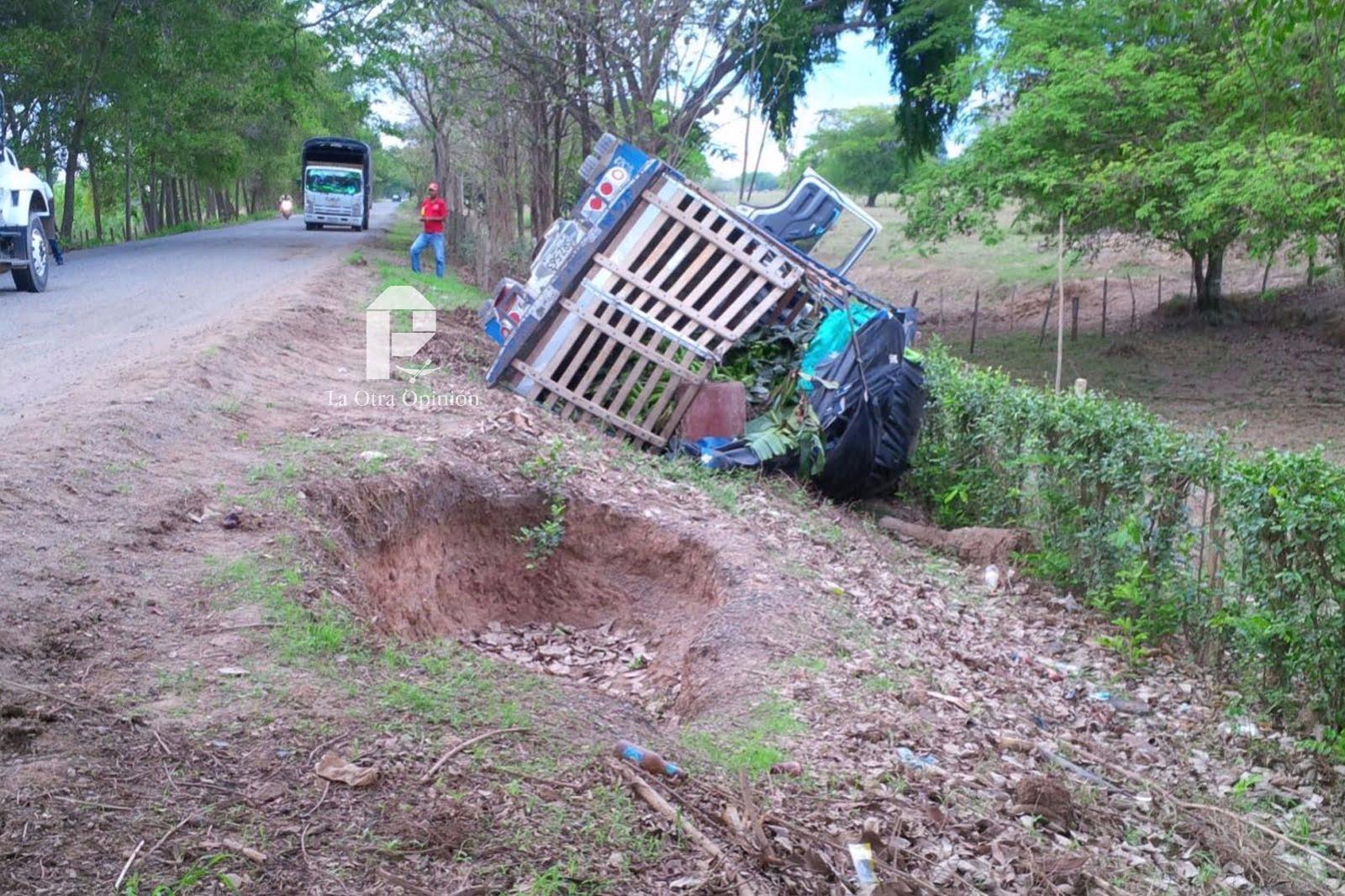 Se accidenta camión en la vía Tierralta-Montería