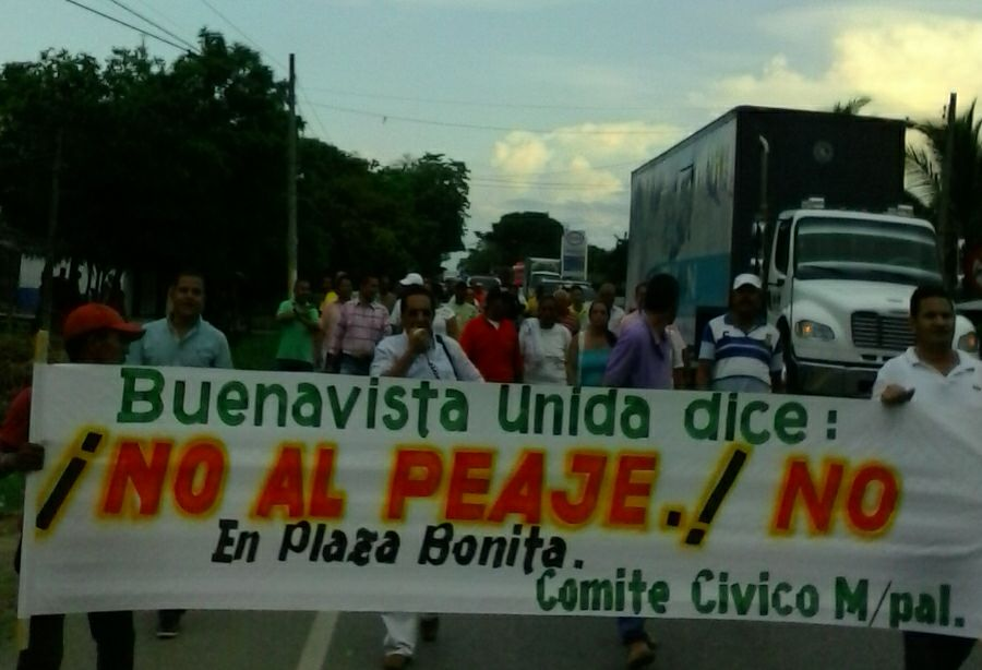 Buenavista marcha a esta hora contra peaje de Plaza Bonita.