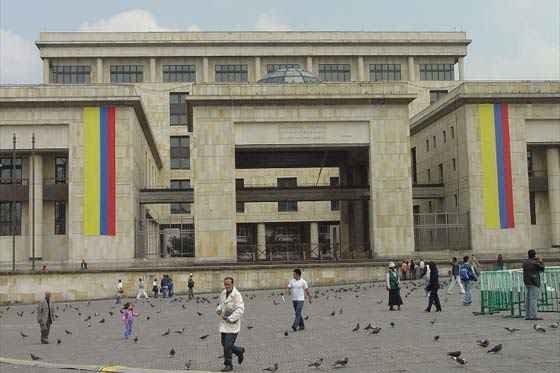 """Duro reclamo de la Corte Suprema al Gobierno por su """"aislamiento"""" en proceso de paz"""