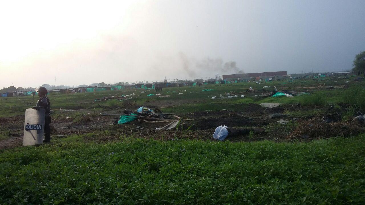 Desalojan a las personas del barrio Mogambo