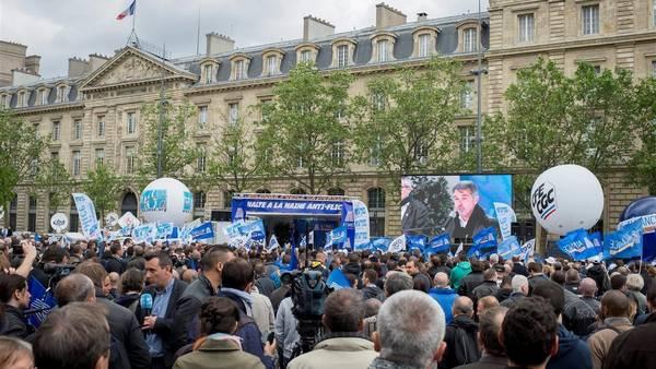 Los policías franceses salen a la calle a protestar contra la violencia