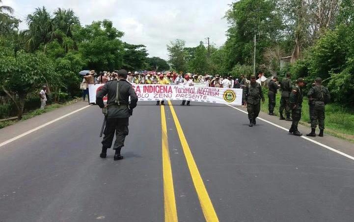 Esmad e indígenas se enfrentan en marcha