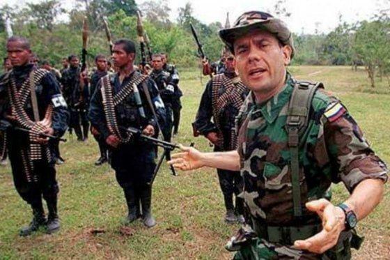 Carlos Castaño y Salvatore Mancuso condecoraron a los paramilitares por masacre de El Aro