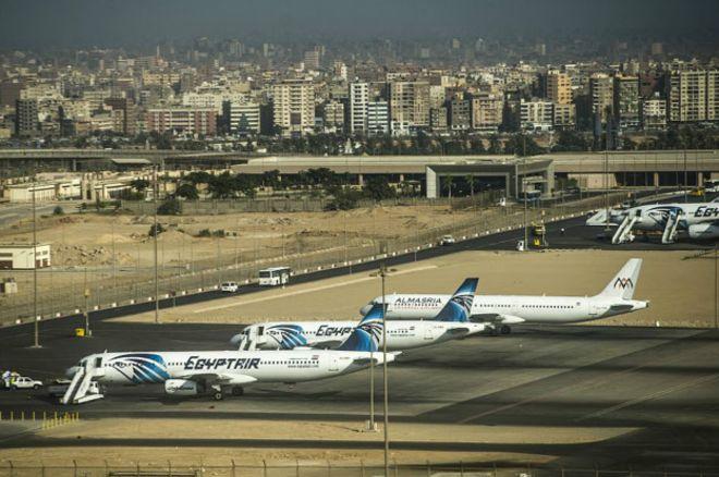 Confusión sobre el supuesto hallazgo de los restos del avión de EgyptAir que volaba de París a El Cairo
