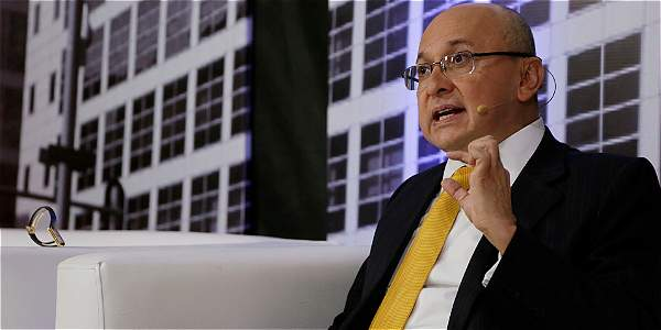 'Presidente Santos no es el dueño de la paz': Montealegre