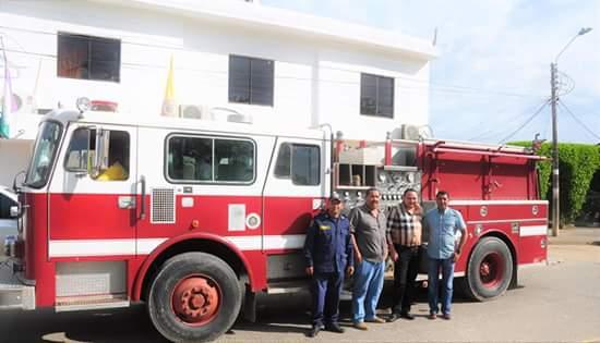 Reparan máquina de bomberos