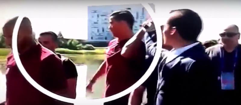 Cristiano Ronaldo estalló contra un periodista y lanza su micrófono al agua