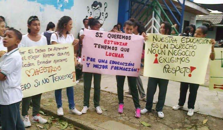 Protestan por falta de docentes y constantes robos en su I.E.