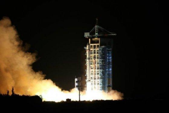 China lanza el primer satélite de telecomunicación cuántica del mundo