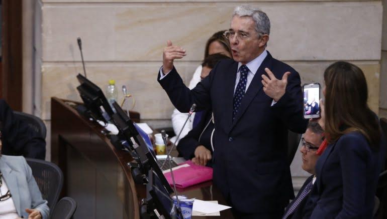Uribismo aplaza para el miércoles decisión frente al plebiscito por la paz