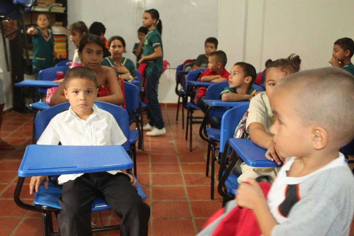En Cotorra, centros educativos con sillas nuevas