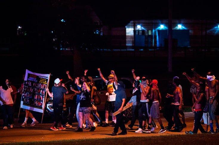 Continúan protestas en Milwaukee, EE.UU., tras muerte de afro a manos de la Policía