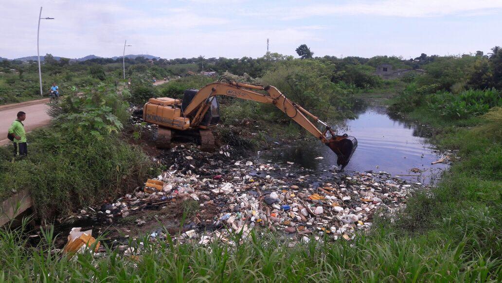 Alcaldía avanza en limpieza de canales