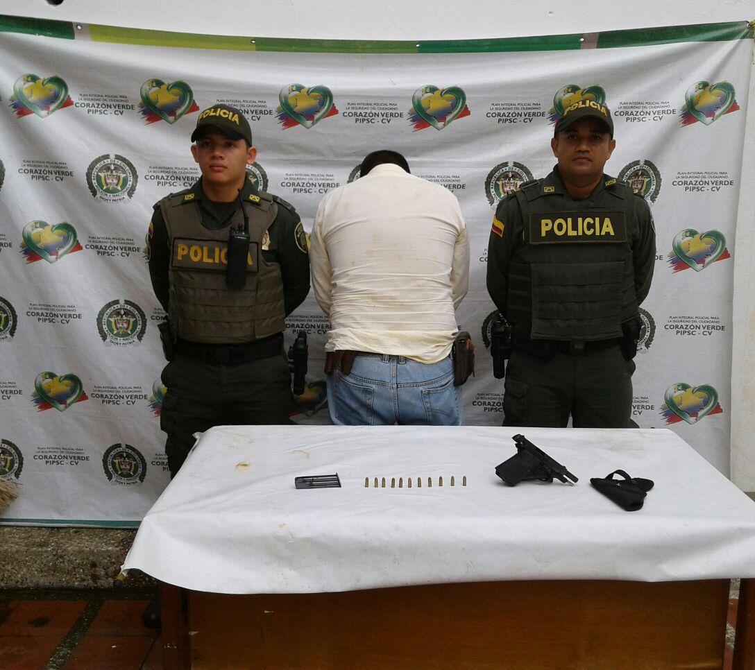 Dos hombres capturados por el delito de porte ilegal de armas