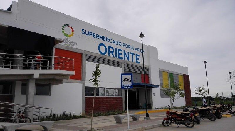 Con «lupa» en mano Concejo de Montería detalló costos de las vías al Mercado de Oriente.