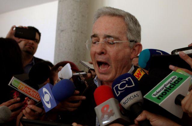 "Uribe pide ""acuerdo ya"" para paz con FARC pero con ""modificaciones de fondo"""