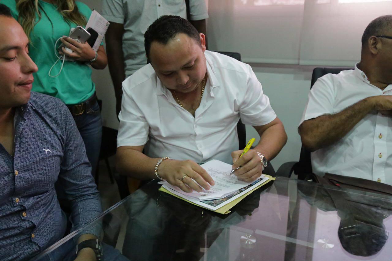 Firma convenio con la Gobernación