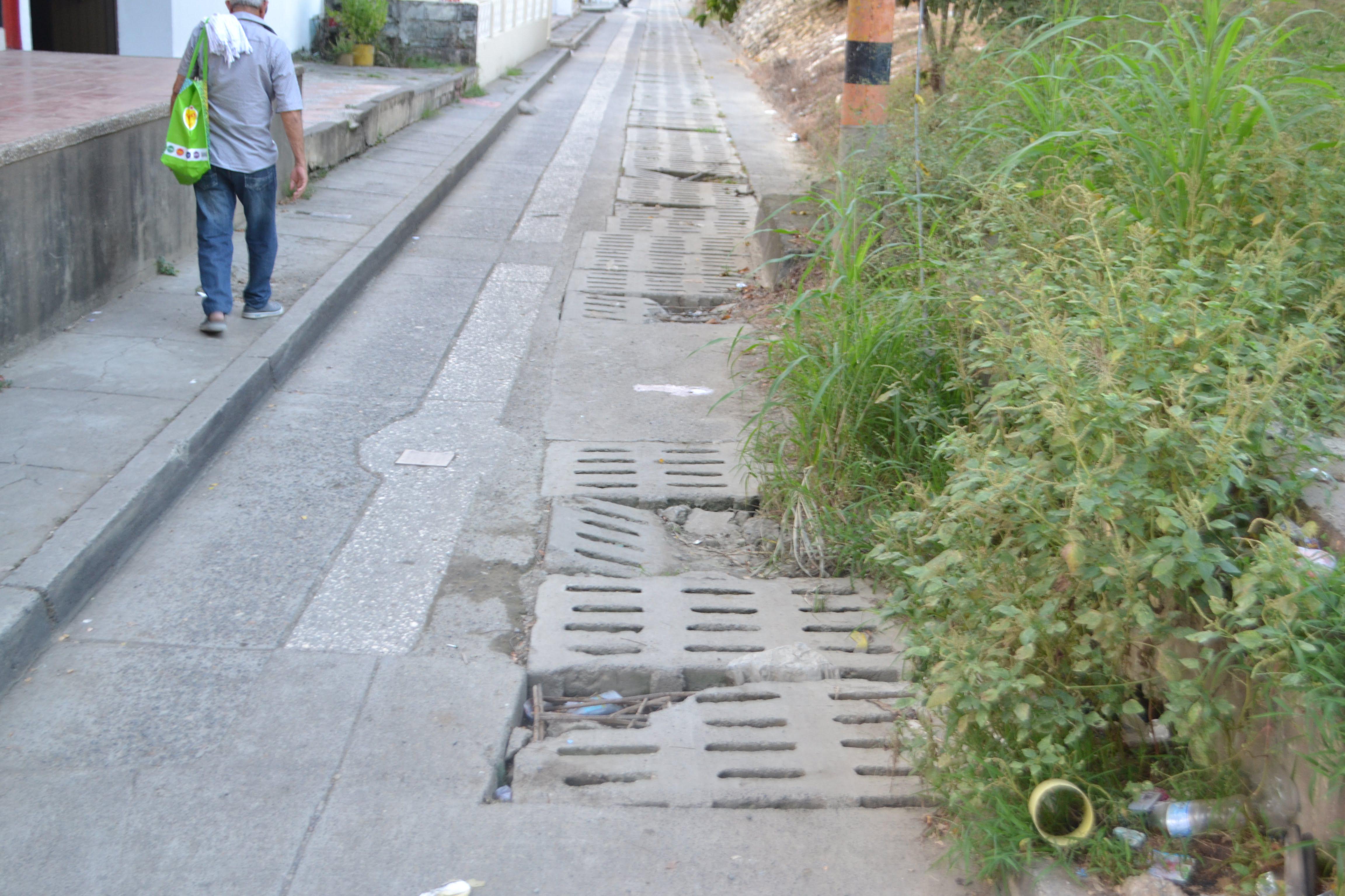 Huecos impiden movilidad en el barrio La Ribera