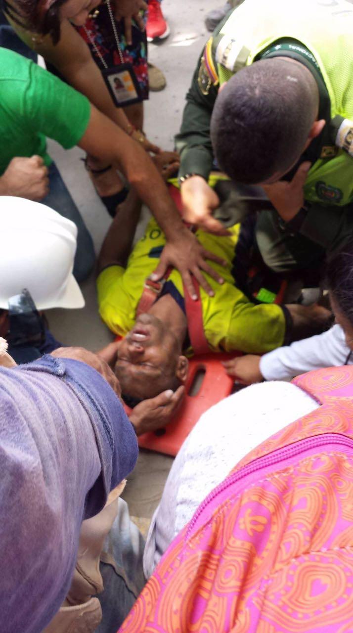 Cae obrero de edificio en construcción en Santa Marta