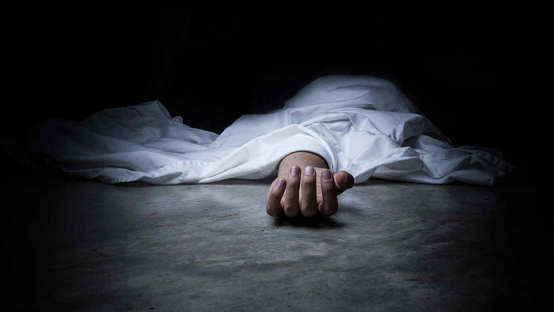 Hallan a una mujer muerta al parecer con signos de violación