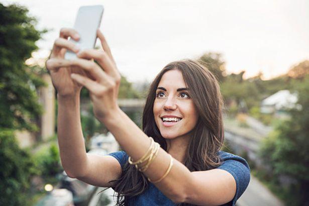 Pueden robar huellas digitales a partir de una selfie