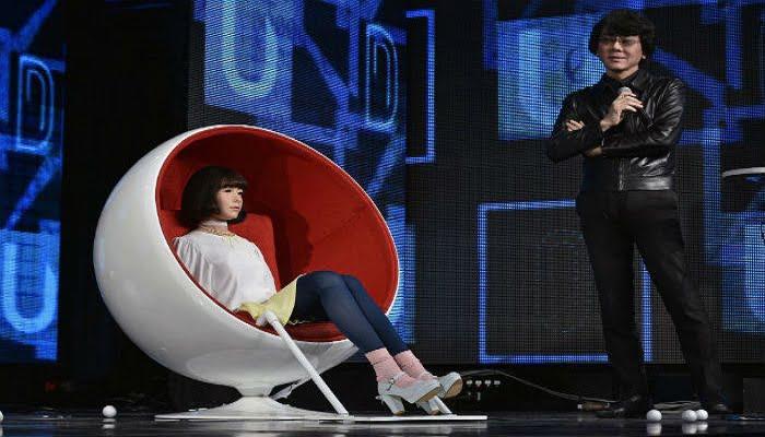Presentadora robot es la estrella de un programa en Japón