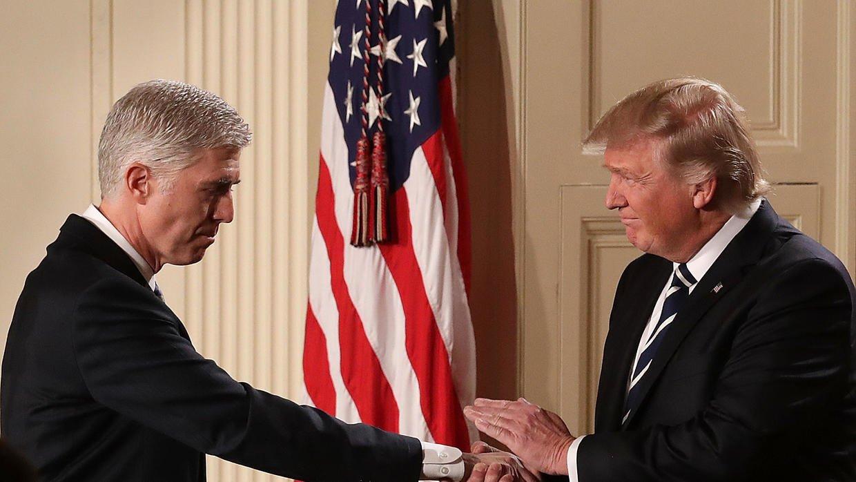 Donald Trump y el heredero de Scalia, su nuevo Juez nominado para la Corte Suprema de EE.UU