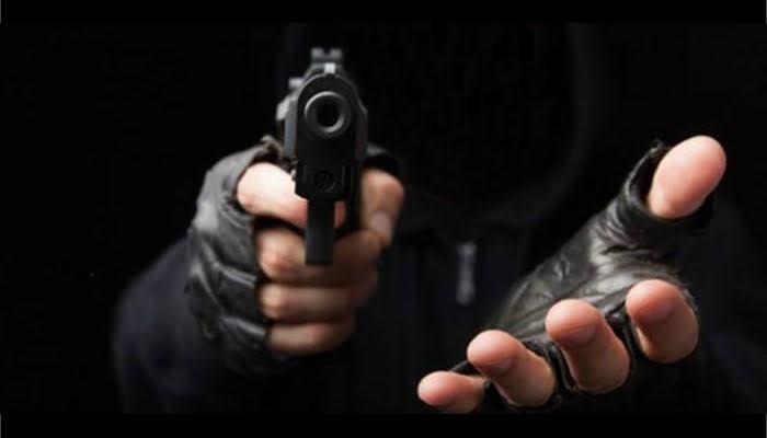 Roban '4 palos' en asalto a restaurante en Sahagún