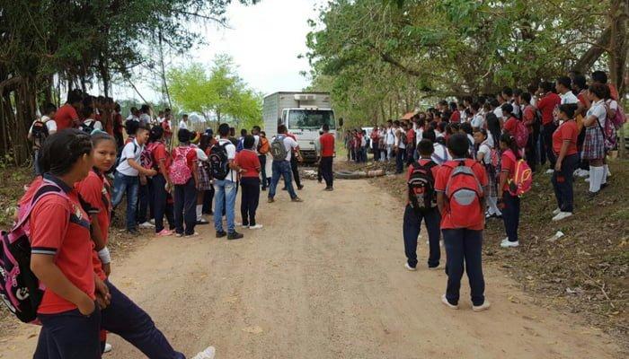 Bloquean carretera en Planeta Rica por incumplimiento del gobierno municipal de Gilberto Montes