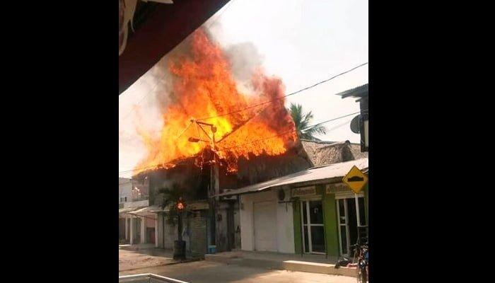 Grave incendio afectó zona comercial de El Bagre
