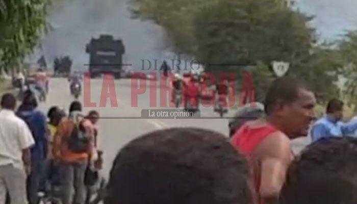 Protestantes provocan incendios en la vía de Planeta Rica