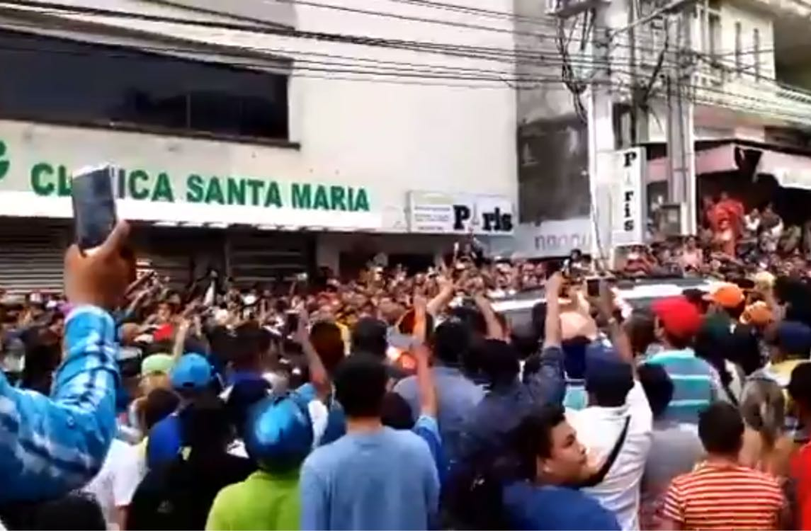 Fans de Martín Elías denuncian agresión del Esmad