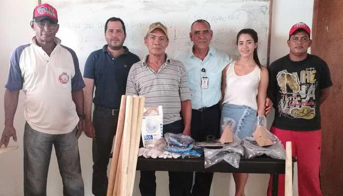 La UPB entregó herramientas para limpiezas de canales y cunetas en Camilo Torres