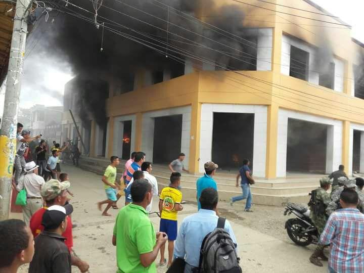 Se incendió Alcaldía de San Jacinto, Bolivar