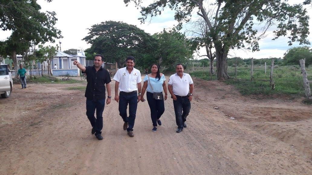 Alcalde visita vías rehabilitadas con maquinaria del municipio