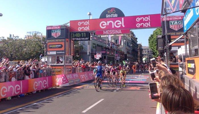 Fernando Gaviria le da la segunda victoria a Colombia en un Giro de Italia