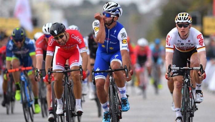 Fernando Gaviria estuvo a punto de ganar la segunda etapa del Giro de Italia