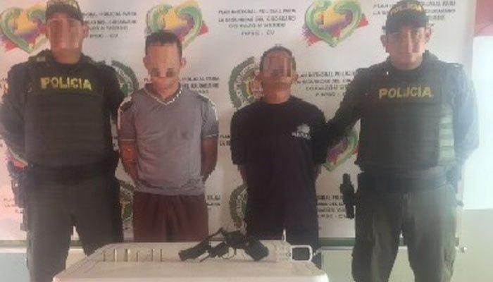 Por presunto delito de porte ilegal de armas de fuego fueron capturadas dos personas
