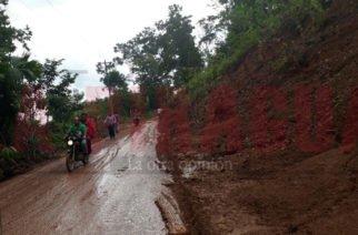 Deslizamiento de tierra en la vía Tierralta-Urrá, preocupa a los habitantes