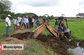 Alcaldesa de San Pelayo, inicia el derrumbe de terraplenes ilegales en el municipio