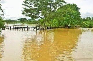 En Sahagún y Pueblo Nuevo, comunidades rurales bajo el agua por acción del invierno