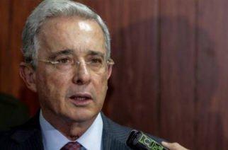 """Con ustedes, Iván Márquez"": monumental lapsus de presentador en evento uribista"