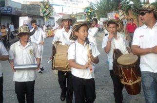 Liceo León de Greiff celebró sus 40 años de aniversario con gran desfile