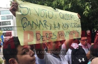Hasta los bajos de la Alcaldía llegaron a protestar estudiantes de la Universidad Cooperativa